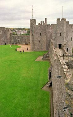 Pembroke Castle / Pembrokeshire / Wales / UK - photograph by R. Hewitt