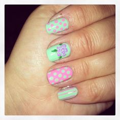 Nail art roses and dots