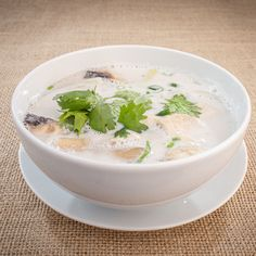 Another thai classic is the Tom Kha soup, a coconut milk based soup! Tom Kha Soup, Asian Recipes, Ethnic Recipes, Bucharest, Coconut Milk, Southeast Asia, Romania, Pudding, Eat