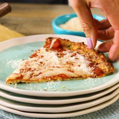 EatingWell Cauliflower Pizza Crust - Low Carb Dinner Lighten u.EatingWell Cauliflower Pizza Crust - Low Carb Dinner Lighten up pizza night with this low-carb alternative to traditional pizza dough. Low Calorie Pizza, Calories Pizza, Cauliflower Rice Pizza Crust, Riced Cauliflower, Califlower Pizza Dough, Cauliflower Recipes, Healthy Pizza, Diet Pizza, Rice Recipes For Dinner