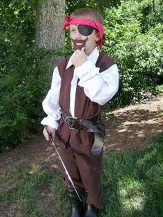 Boys' No-Sew Pirate Costume (also has a video tutorial) : Decorating : Home & Garden Television