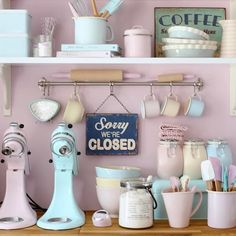 Pastel Kitchen Colors That'll Make You Squeal! We are obsessed with bakeware! This retro baking equipment in pretty pastel colours is gorgeous.We are obsessed with bakeware! This retro baking equipment in pretty pastel colours is gorgeous. Cocina Shabby Chic, Shabby Chic Kitchen, Rustic Kitchen, Pastel Kitchen Decor, Pastel Home Decor, Bakery Kitchen, Kitchen Dining, 50s Kitchen, Retro Kitchen Decor