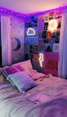 dorm room ideas & dorm room ideas + dorm room + dorm room designs + dorm room ideas for guys + dorm room organization + dorm room decor + dorm room inspiration + dorm room ideas organization Neon Bedroom, Room Ideas Bedroom, Budget Bedroom, Bedroom Inspo, Bed Room, Bedroom Wall Ideas For Teens, Dorm Room Ideas For Girls, Diy Teen Room Decor, Ideas For Bedrooms
