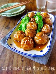 おはようございます(*^^*) 今日はヘルシーな肉団子レシピをご紹介させて頂きます♫ お豆腐をひき肉の半量加えてとってもヘルシー♡ふんわり柔らかな食感です(pq´v`*)生姜を効かせたとろ