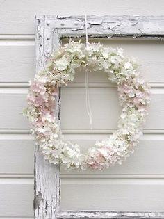 white hydrangea wreath so pretty Hortensia Hydrangea, Hydrangea Wreath, Floral Wreath, Pink Hydrangea, White Hydrangeas, Shabby Cottage, Shabby Chic, White Cottage, Corona Floral