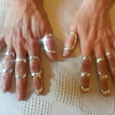 two rings and single rings worn for joint hyper mobility Splint For Finger, Finger Joint, Psoriatic Arthritis, Rheumatoid Arthritis, Arthritis Exercises, Trigger Finger Exercises, Elhers Danlos Syndrome, Cidp, Hypermobility