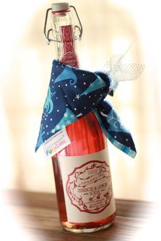 Fill a favorite Funkins with a little SPARKLE this holiday season! We love this adorable idea of using a festive Funkins to gift wrap around a bottle of sparkling flavored french soda. This makes a great New Year's teacher gift or hostess gift, or even for a childrens' New Year's Party. Visit us at www.MyFunkins.com or like our Facebook page for more exciting ideas.