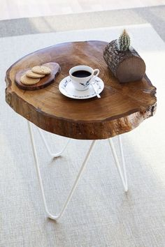 Natural wood table - circle iron legs You can sit and have tea and read books Unique Wood Furniture, Log Furniture, Furniture Design, Wooden Art, Wood Slices, Wooden Tables, Wood Crafts, Wood Projects, Diy Home Decor