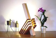OSTANA: Sipo and solid Fraké lamp – Dekorationsideen Interior Architecture Drawing, Luminaria Diy, Diy Floor Lamp, Diy Furniture Videos, Wood Lamps, Diy Wood Projects, Wood Art, Lighting Design, Decorative Items