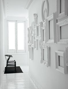 Gorgeous gallery wall made up of empty white frames; click through to see more. #design #decor