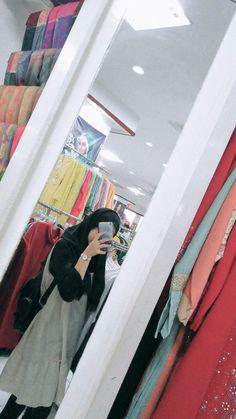Hijabi Girl, Girl Hijab, Cute Cat Memes, Persian Girls, Hijab Fashionista, Casual Hijab Outfit, Stylish Girl Images, Cute Beauty, Beautiful Hijab