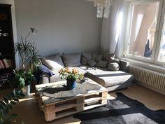 gemütliche diy-sitzbank aus europaletten für den balkon mit ... - Wohnzimmertisch Aus Paletten