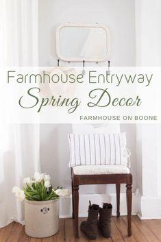 Farmhouse entryway spring decor -farmhouse on boone foyer decorating, farmhouse style decorating Spring Home Decor, Diy Home Decor, Farmhouse Style, Farmhouse Decor, Cottage Farmhouse, Cottage Homes, Modern Farmhouse, Foyer Decorating, Decorating Ideas