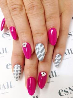 Pretty pink nails by EsNail!