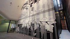 Ontwerpbureau Inside Outside van Petra Blaisse had de opdracht gekregen om voor het Stedelijk Museum Amsterdam een monumentaal wandkleed te ontwerpen van circa 200 m2. Het zal de achterwand van het museumrestaurant op de begane grond beslaan en 14 meter hoog doorlopen in het nieuwe entreegebied aan het Museumplein. Het werk wordt gesponsord door tapijt-fabrikant Desso.