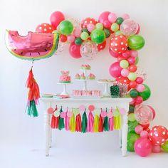 Inspiração pra festa em casa!  Simples colorida e linda! To apaixonada! #amaecoruja #blogAMC #pin #festaemcasa #party #home #casa