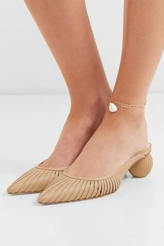 Alighieri - The Talisman gold-plated pearl anklet 90s Jewelry, Personal Shopping, Baroque Pearls, Anklets, 90s Fashion, Heeled Mules, Espadrilles, Plating, Heels