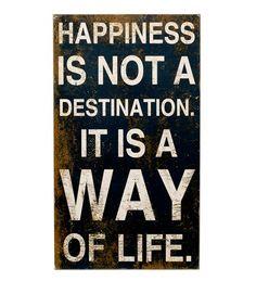 """Cartel en madera con un lema vital """"Happines is not a destination. It is a way of life"""" que nos anima a construir la felicidad en el camino y no buscarla como destino. Tiene un estilo desgastado y vintage, para decorar cualquier estancia y animar nuestra vida diaria. $40,00 €"""