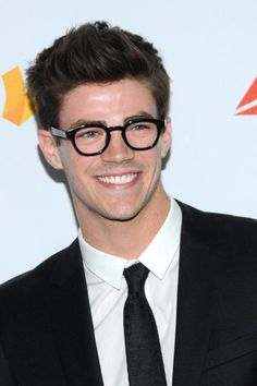 God he looks 10 times cuter in glasses! *Sigh*