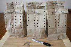 15 tips para almacenar y conservar la comida fresca Hole Puncher, White Onion, How To Make Salad, School Lunch, Sin Gluten, Garlic, Paper, Kitchen Organization, Organization Ideas