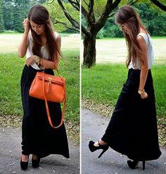 Hola chicas,  Hoy quiero compartirles una consulta que me realizaron: ¿Cómo puedo llevar una maxi falda negra en un evento formal?  Para hac...