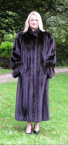 Mink Coats, Mink Fur, Fur Coat, Cute Woman, Furs, Mantel, High Neck Dress, Lady, How To Wear
