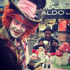 I was just minding my own business sipping tea in wonderland when this happened!! This is why Camden town is the greatest BOOm! Good to be back for a minute!! #madhattersteaparty #camden #pornös #camdentown #gak #gakjonzeontour #yougavemelife #alice #wonderland #mylondon #music #tea #c #uk #london #mydubai