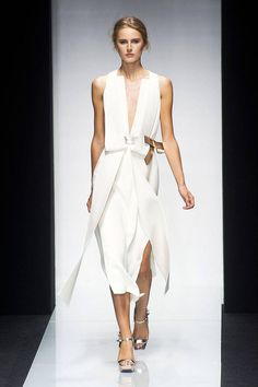 Gianfranco Ferre Spring 2014 Ready-to-Wear Collection