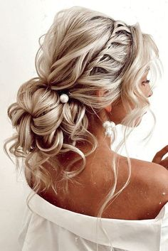 42 Boho Inspired Unique And Creative Wedding Hairstyles ❤ creative unique wedding hairstyles low volume bun with curls on blonde hair kristina_fedorov. 42 Boho Inspired Unique And Creative Wedding Hairstyles Unique Wedding Hairstyles, Creative Hairstyles, Bride Hairstyles, Down Hairstyles, Formal Hairstyles, Classy Hairstyles, Hairstyles With Curled Hair, Updos With Braids, Bridesmaid Updo Hairstyles