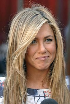 Jennifer Aniston Biography and Latest HD wallpaper. Celebrity Jennifer Aniston was born on 11 February is best known for her role as Rachel Green in the series Friends, for which she won an Emmy and a Golden Globe. Brown Blonde Hair, Haircut Styles, Hair Transformation, Great Hair, Amazing Hair, Gorgeous Hair, Gorgeous Blonde, Hair Highlights, Chunky Highlights