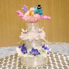 海の仲間をモチーフに作った、ケーキ型のリングピロー。 他にはないかなり斬新なデザインです。 3段になっていて、とても豪華です♪  新郎はナポレオンフィッシュ、新婦はカクレクマノミ。