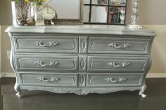 Gorgeous Gray Painted Furniture For Home Interior Decoration : Inspiring Bedroom Design Ideas Using Light Gray Painted Furniture Dresser Including Light Grey Metal Drawer Knobs And Queen Anne Dresser Legs Refinished Bedroom Furniture, Antique White Furniture, Gray Painted Furniture, Painted Bedroom Furniture, Furniture Dining Table, Bedroom Dressers, Chalk Paint Furniture, Furniture Makeover, Home Furniture