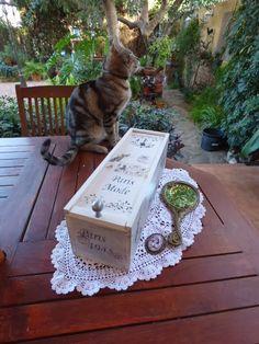 Caja de madera decorada con técnica de estarcido