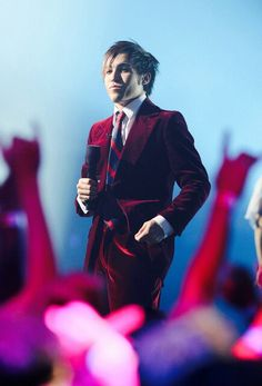LOOK AT HIM IN THAT RED SUIT SWOOOON