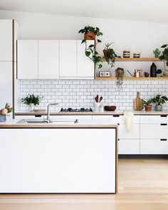 """imm24: """"Drooling over this kitchen designed by my neighbors in East Brunswick @cantileverinteriors - styling by @ruthwelsby and  @gemmola """""""