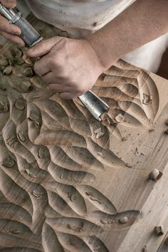 Scavo a sgorbia (Hand Carved). #handcraft #wood #Habito