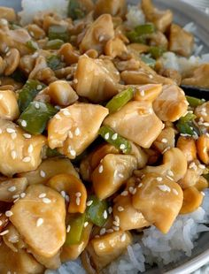 Chinese Cashew Chicken cooks in one pot on the stove top and can be on the table in just 30 minutes! Chunks of chicken and green pepper simmer in a easy homemade Chinese sauce. Serve over rice for a family approved dinner. Cinnamon Banana Bread, Spiral Pasta, Roasted Sprouts, Chinese Chicken Recipes, 30 Minute Dinners, Cashew Chicken, Beef And Noodles, Hoisin Sauce, Pasta Salad Recipes