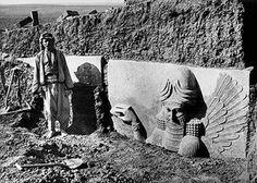 Habitualmente todos podríamos coincidir en la idea de que el patrimonio iraquí empezó a destruirse a partir de la toma del Museo de Bagdag en el año 2003, sin embargo, todo comenzó mucho antes. Baj…