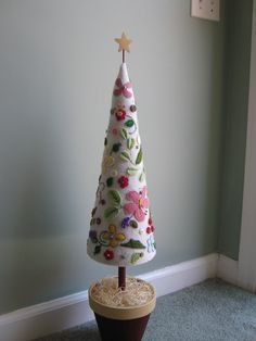 fabulous felt tree. Would be great for the kids to play with by decorating with their own felt ornaments instead of the actual large tree we have!!