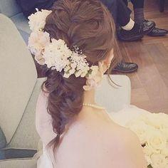 またまたステキなお写真が届きました꒰๑´•.̫ • `๑꒱ こちらはantique〜white×gray〜のセミオーダーで、beigeに変更させて頂いてます꒰ ♡´∀`♡ ꒱ 編みおろしのヘアに斜めにあしらっていただいたお花達♡ とっても印象的でステキですヾ(◍'౪`◍)ノ゙ #ウェディング#wedding#ウェディングヘア#ブライダル #bridal #ブライダルヘア #結婚式#結婚式ヘア#結婚式セット#結婚式準備#ヘアアレンジ #ヘアセット #プリザーブドフラワー #アーティフィシャルフラワー #ヘッドドレス#プレ花嫁
