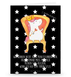 Grußkarte Einhorn König aus Karton 300 Gramm  weiß - Das Original von Mr. & Mrs. Panda.  Die wunderschöne Grußkarte von Mr. & Mrs. Panda im Format Din Hochkant ist auf einem sehr hochwertigem Karton gedruckt. Der leichte Glanz der Klappkarte macht das Produkt sehr edel. Die Innenseite lässt sich mit deiner eigenen Botschaft beschriften.    Über unser Motiv Einhorn König  Das süße Einhorn auf dem Thron ist genau das richtige Geschenk für die beste Freundin. Denn manchmal würden wir doch alle…
