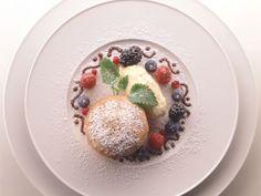 Grießsoufflé mit Rübenkraut-Rahmeis ist ein Rezept mit frischen Zutaten aus der Kategorie Dessert. Probieren Sie dieses und weitere Rezepte von EAT SMARTER!
