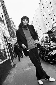 Cat Stevens in Carnaby St. photographed by Colin Beard Cat Stevens, Trailers, International Charities, Islam, New Perspective, No One Loves Me, Baby Pictures, Music Artists, Rock And Roll