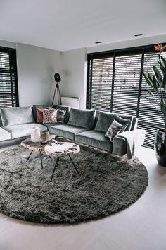 Home Living Room, Living Room Designs, First Home, Sofa, Sweet Home, New Homes, Room Decor, House Design, Decoration