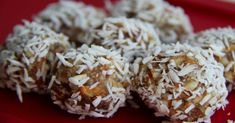 Coco-Banana Balls Sub pecans for almonds Healthy Desserts, Raw Food Recipes, Healthy Sugar, Healthy Meals, Healthy Food, Yummy Food, Healthy Recipes, Banana Coconut, Raw Coconut