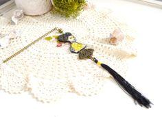 Pic à chignon japonais geisha, tons verts anis, éventail et pompon noir. : Accessoires coiffure par mes-tites-lilis