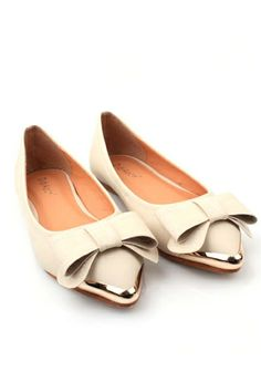 The flats is crafted in PU, featuring a pointed toe, metal toecap detail, bowknot embellished to low-cut vamp. Fancy Shoes, Flat Shoes, Cute Shoes, Me Too Shoes, Zapatos Shoes, Loafer Sneakers, Balerina, Shoe Clips, Comfy Shoes