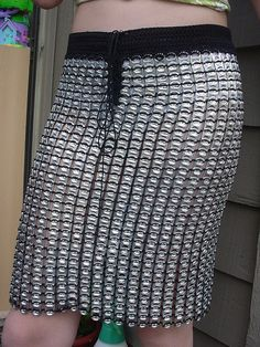 Made with over 1300 pull tabs and black mercerized cotton, it is unbelievably light and does not poke when you sit (even though it can be a little cold…) ! ++ Pop Top Lady's Pop Top Crochet, Pop Can Tabs, Can Tab Crafts, Soda Tabs, Pop Cans, Crochet Keychain, Vintage Sewing Machines, Recycled Fashion, Diy Clothing