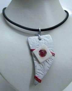 Halskette silber,perlmutt,rot - Dreieck Aluminium  von BRIsART - Design  auf DaWanda.com Aluminium, Pendant Necklace, Etsy, Jewelry, Design, Fashion, Triangles, Red, Schmuck