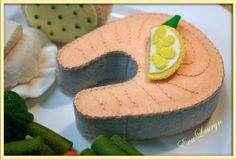 Darne de saumon  Waldorf inspiré Play feutre par EvaLauryn sur Etsy, $28.00